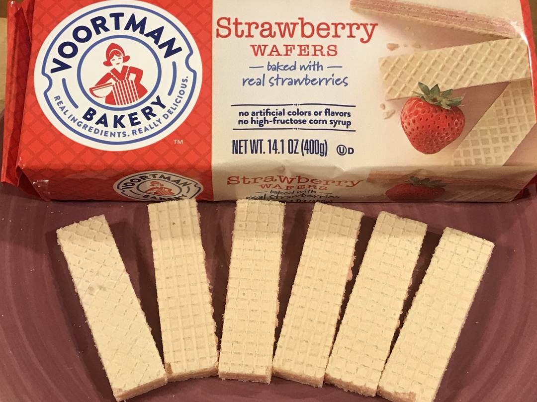 Voortman Strawberry Wafer Birthday Candle Cupcakes #Voortman #strawberry #cupcakes #baking #blogger #blog #food #foodie #recipe #ad