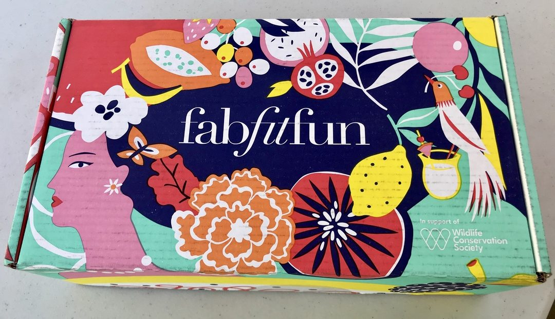 FabFitFun Summer Subscription Box #FabFitFun #subscriptionbox #makeup #beauty #blogger #momlife