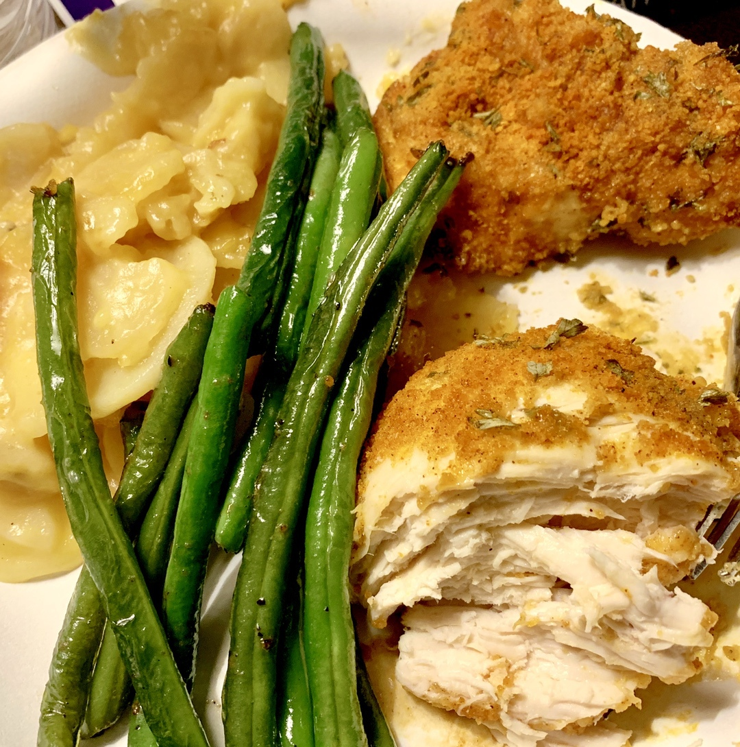 shake n bake chicken with potatoes and green beans