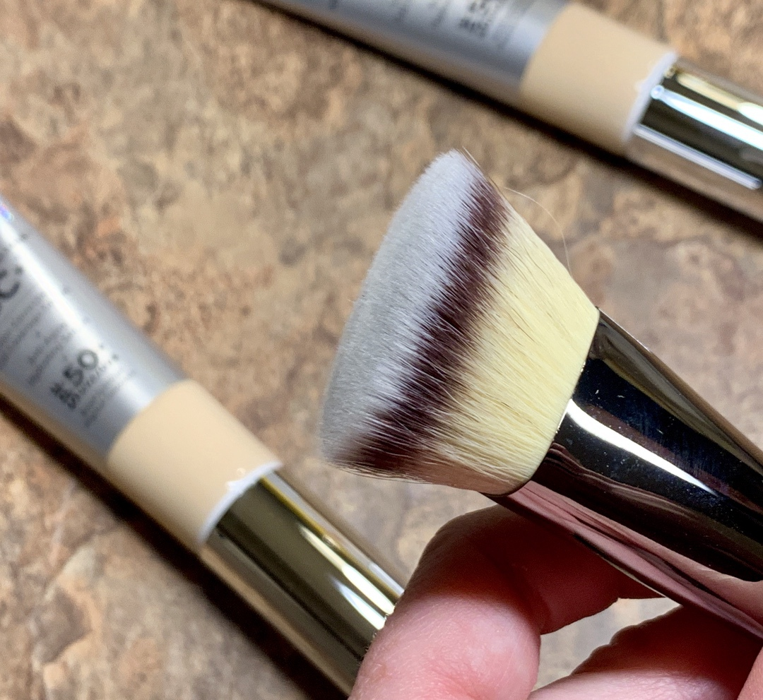 Heavenly Luxe Bye Bye Foundation Brush No. 22