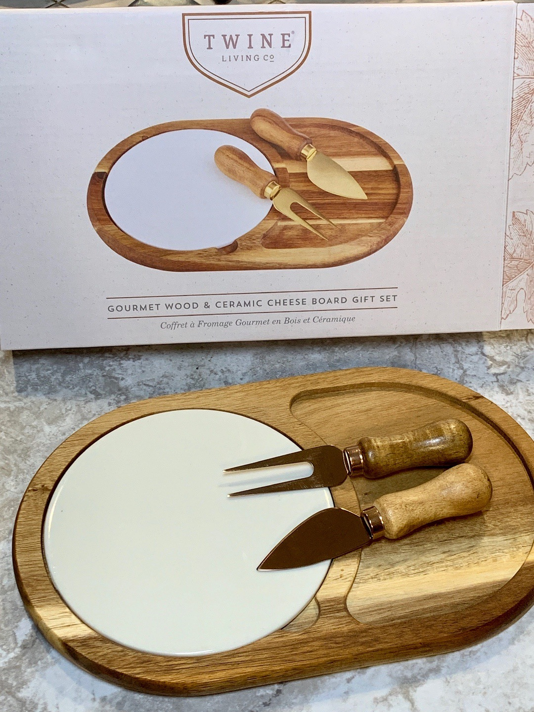FabFitFun Fall 2019 - Twine Cheese Board with Plate