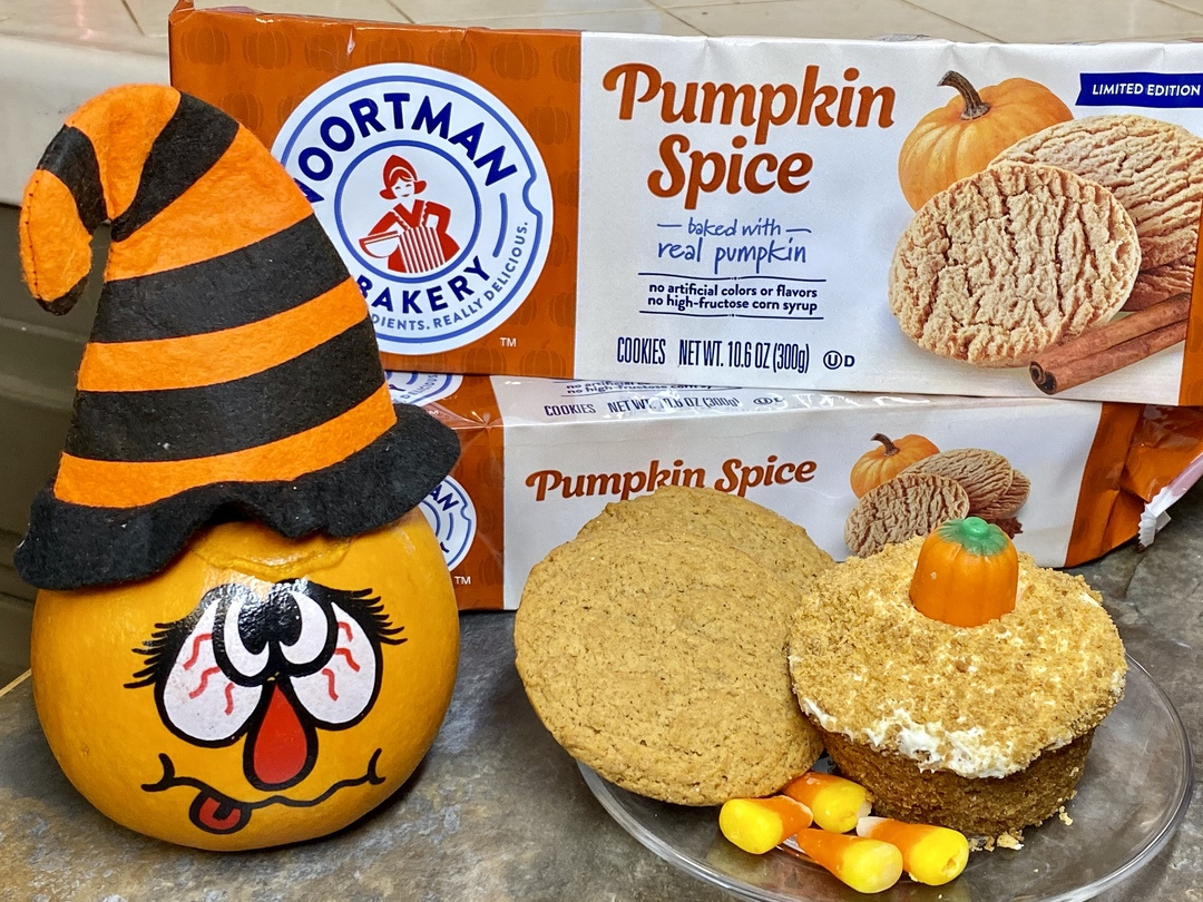 Pumpkin Spice Crumble Cupcakes with Voortman Bakery