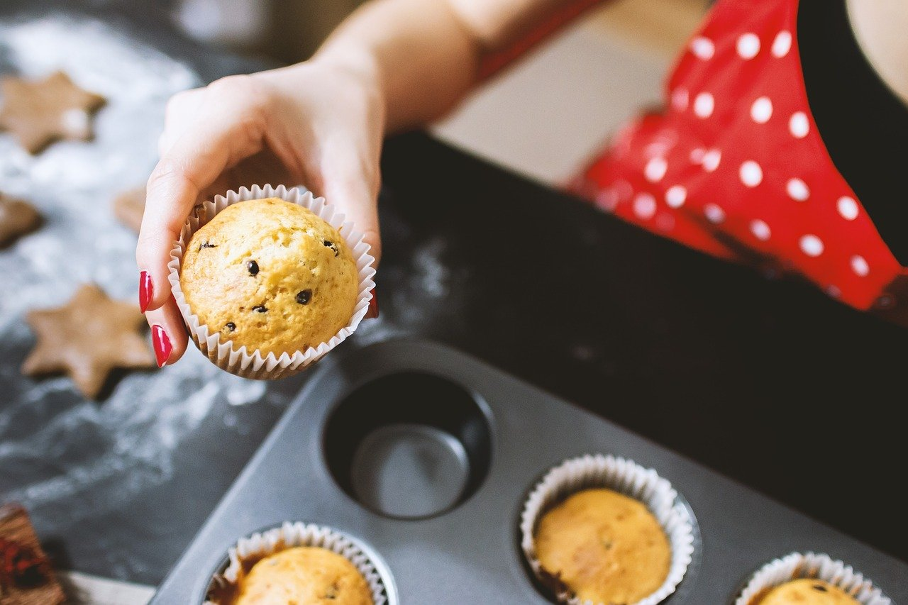 Baking muffins in the oven